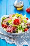 Σαλάτα Φρέσκια σαλάτα θερινού μαρουλιού Υγιής μεσογειακή σαλάτα ol Στοκ εικόνες με δικαίωμα ελεύθερης χρήσης