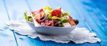 Σαλάτα Φρέσκια σαλάτα θερινού μαρουλιού Υγιής μεσογειακή σαλάτα ol Στοκ Εικόνες