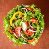 Σαλάτα φρέσκων λαχανικών με τα πράσινα Στοκ Φωτογραφία