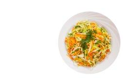 Σαλάτα φρέσκων λαχανικών με το λάχανο και το καρότο Τοπ όψη απομονωμένος Στοκ φωτογραφία με δικαίωμα ελεύθερης χρήσης