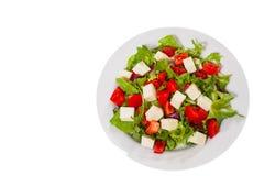 Σαλάτα φρέσκων λαχανικών με το τυρί Τοπ όψη απομονωμένος Στοκ Εικόνες