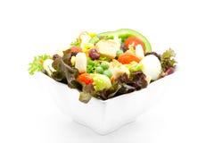 Σαλάτα φρέσκων λαχανικών στο λευκό Στοκ Φωτογραφίες