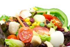 Σαλάτα φρέσκων λαχανικών στο λευκό Στοκ Εικόνα