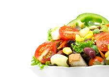 Σαλάτα φρέσκων λαχανικών στο λευκό Στοκ Φωτογραφία