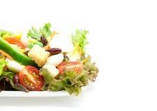 Σαλάτα φρέσκων λαχανικών στο λευκό Στοκ εικόνες με δικαίωμα ελεύθερης χρήσης