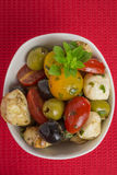 Σαλάτα Antipasti με τις ντομάτες και τις ελιές Στοκ Φωτογραφίες