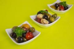 Σαλάτα Antipasti με τις ντομάτες και τις ελιές Στοκ Εικόνες