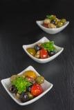 Σαλάτα Antipasti με τις ντομάτες και τις ελιές Στοκ εικόνα με δικαίωμα ελεύθερης χρήσης