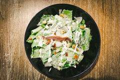 Σαλάτα Caesar με το λαθραίο αυγό Στοκ Εικόνα