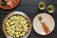 Σαλάτα Tortellini με τα μπιζέλια και το μπέϊκον Στοκ Εικόνες