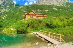 Σαλέ βουνών Στοκ φωτογραφία με δικαίωμα ελεύθερης χρήσης