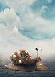 Σαλιγκάρι με ένα σπίτι κοχυλιών Στοκ εικόνες με δικαίωμα ελεύθερης χρήσης