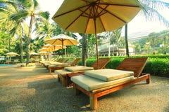Σαλόνια ξενοδοχείων στην παραλία φοινικών Στοκ Εικόνες