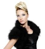 σγουρή γούνα φορεμάτων hairstyle &p Στοκ Εικόνες