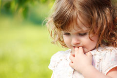 σγουρό κορίτσι λυπημένο στοκ εικόνες