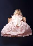 σγουρό κορίτσι φορεμάτων  στοκ εικόνες