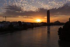 Σεβίλη στην Ισπανία Ορίζοντας πόλεων Dusk στοκ φωτογραφίες
