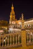 Σεβίλη - η κεραμική κεραμωμένη γέφυρα ένα πύργος Plaza de Espana στην πλατεία που σχεδιάζεται από AniÂbal Gonzalez (η δεκαετία το Στοκ Φωτογραφίες
