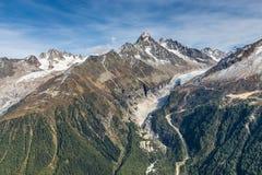 Σειρά βουνών Άλπεων κατά τη διάρκεια της θερινής ημέρας - Γαλλία Στοκ φωτογραφία με δικαίωμα ελεύθερης χρήσης