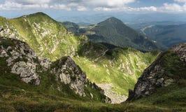 Σειρά βουνών με την κοιλάδα Στοκ εικόνες με δικαίωμα ελεύθερης χρήσης