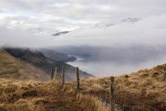 Σειρά βουνών με την ομίχλη στα καφετιά χρώματα Στοκ εικόνα με δικαίωμα ελεύθερης χρήσης