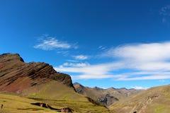 Σειρά βουνών στο οδοιπορικό βουνών ουράνιων τόξων Στοκ φωτογραφία με δικαίωμα ελεύθερης χρήσης
