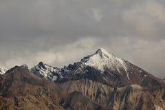Σειρά βουνών χιονιού ΚΑΠ Alaskian Στοκ εικόνα με δικαίωμα ελεύθερης χρήσης