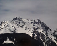 σειρά βουνών χιονώδης στοκ φωτογραφία με δικαίωμα ελεύθερης χρήσης