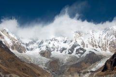 Σειρά βουνών Annapurna στα σύννεφα Στοκ φωτογραφία με δικαίωμα ελεύθερης χρήσης