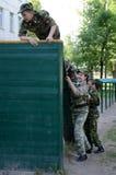 Σειρά μαθημάτων εμποδίων στο σώμα μαθητών στρατιωτικής σχολής Στοκ Εικόνα