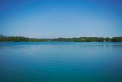 Σειρά μαθημάτων κωπηλασίας για μια λίμνη Στοκ φωτογραφίες με δικαίωμα ελεύθερης χρήσης