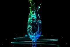 Σειρά παφλασμών νερού - μίνι σταθερό ενεργειακό χρώμα γυαλιού κρασιού Στοκ Εικόνα