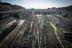Σειρά σιδηροδρόμων που κόβουν ο ένας με τον άλλον στοκ φωτογραφίες με δικαίωμα ελεύθερης χρήσης