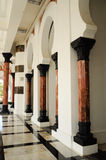 Σειρά στήλης στο μουσουλμανικό τέμενος Ubudiah στην Κουάλα Kangsar, Perak Στοκ Εικόνες