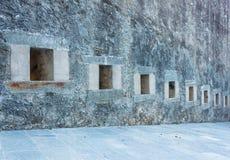 Σειρά σχισμών ενός αρχαίου κάστρου Στοκ Φωτογραφία