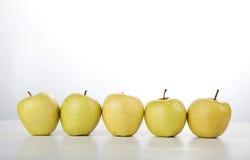 Σειρά της Apple στο άσπρο υπόβαθρο Στοκ Εικόνα