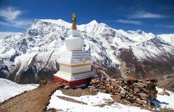 Σειρά Annapurna από τη λίμνη και το stupa πάγου Στοκ Φωτογραφίες