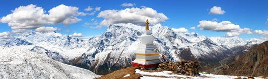 Σειρά Annapurna με το stupa Στοκ Φωτογραφία