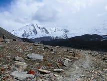 Σειρά Annapurna, τρόπος από τη λίμνη Tilicho στο στρατόπεδο βάσεων Tilicho, Νεπάλ Στοκ εικόνα με δικαίωμα ελεύθερης χρήσης