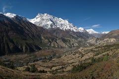 Σειρά Annapurna, χωριό Hongde και αερολιμένας Στοκ Φωτογραφία