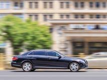 Σειρά Mercedes-benz Ε στο δρόμο στο κέντρο του Πεκίνου, Κίνα Στοκ φωτογραφία με δικαίωμα ελεύθερης χρήσης