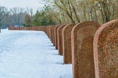 Σειρά Straignt των ταφοπέτρων το χειμώνα Στοκ Εικόνες