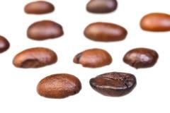 Σειρές από τα ψημένα φασόλια καφέ Στοκ Εικόνες