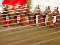 Σειρές και γέφυρες ενός guzheng στοκ φωτογραφία