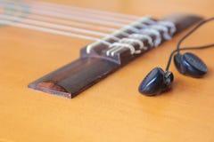 Σειρές κιθάρων σε μια στάση Στοκ Φωτογραφία
