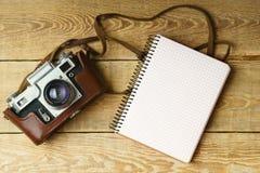 Σειρές μαθημάτων φωτογραφίας εκπαίδευσης πίσω στο αφηρημένο υπόβαθρο σχολικής έννοιας Κλείστε επάνω, τοπ άποψη, διάστημα αντιγράφ Στοκ Εικόνες