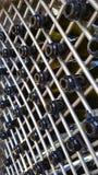 Σειρές πολλών κενών μπουκαλιών κρασιού στοκ εικόνες