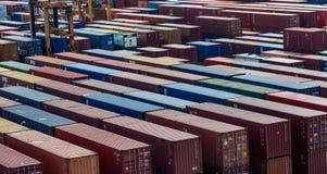 Σειρές των εμπορευματοκιβωτίων φορτίου Στοκ εικόνα με δικαίωμα ελεύθερης χρήσης