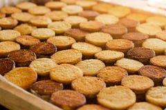 Σειρές των κίτρινων μπισκότων Στοκ Εικόνες