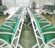 Σειρές των πράσινων καρεκλών για τους επιβάτες Στοκ εικόνα με δικαίωμα ελεύθερης χρήσης